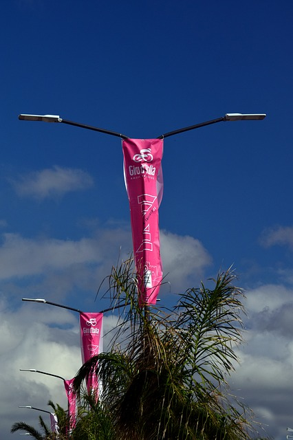 Un drapeau publicitaire pour communiquer facilement